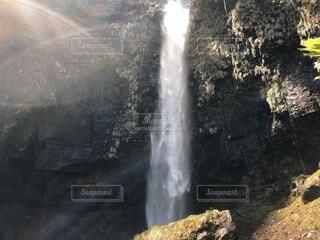 滝と光の写真・画像素材[4858976]