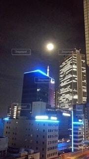 風景,空,建物,夜,屋外,都市,タワー,都会,月,高層ビル,明るい,ダウンタウン