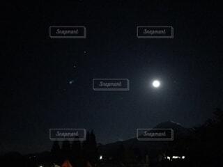 自然,風景,空,夜,夜空,屋外,暗い,月,キャンプ,焚き火,デート