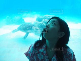 1人,ピンク,綺麗,水族館,沖縄,旅行,大学生,ウミガメ