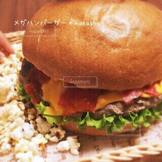 メガハンバーガーの写真・画像素材[4868152]