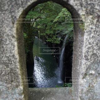 近くに石の壁のアップ - No.786883