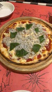 食べ物,食事,ディナー,屋内,フード,テーブル,皿,料理,菓子,イタリア料理,ファストフード,飲食,ピザ,ピザチーズ,フラットブレッド