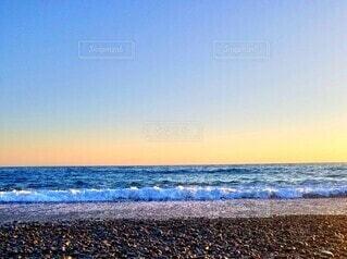 夕焼けと海にまた明日の写真・画像素材[4865957]