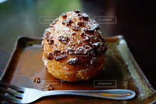 黒糖シュークリームの写真・画像素材[4868945]