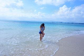 海で波と遊ぶの写真・画像素材[4869838]
