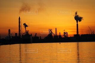 工場の夕焼けの写真・画像素材[4869905]