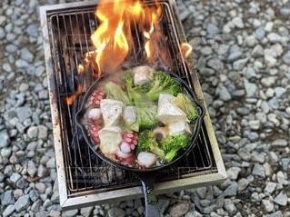 食べ物,食事,フード,暖炉,地面,料理,ファストフード,飲食,キャンプ飯,台所用品