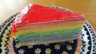 レインボーカラーのケーキの写真・画像素材[4880239]