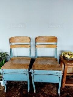 アンティークな水色の椅子の写真・画像素材[4927442]