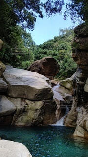 渓谷の滝の写真・画像素材[4867368]