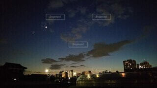 自然,風景,空,建物,夜,夜空,屋外,雲,都会,月,高層ビル,ハウス,街明かり