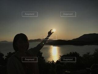 夕陽をキャッチの写真・画像素材[4865766]