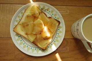 焼き林檎シナモントーストの写真・画像素材[4882364]