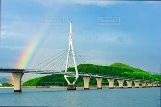 虹の架かる大橋の写真・画像素材[4902047]
