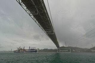 霧雨の関門海峡の写真・画像素材[4903305]