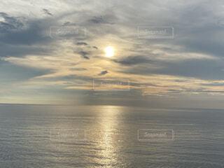 水平線と夕暮れの写真・画像素材[4866075]