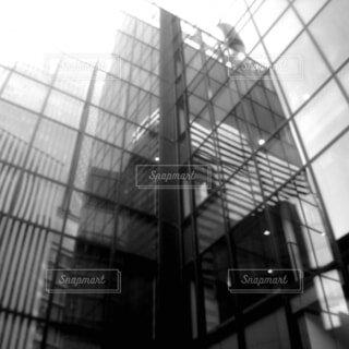高いガラスの建物の写真・画像素材[4953217]