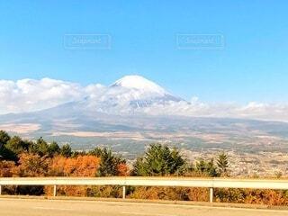 雲のかかった富士山の写真・画像素材[4868295]
