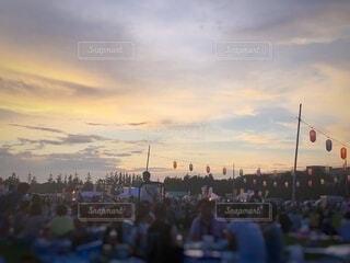夕方の夏祭りの写真・画像素材[4875697]