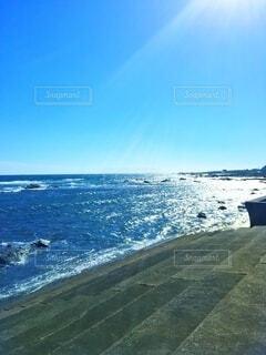 階段と海の写真・画像素材[4922991]