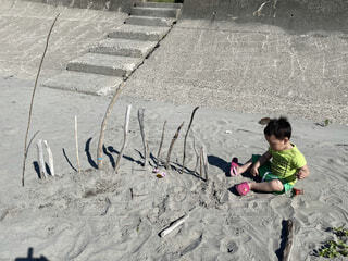 浜辺で遊ぶおとこのこの写真・画像素材[4874176]