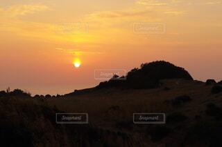 島の海と夕日の写真・画像素材[4869350]