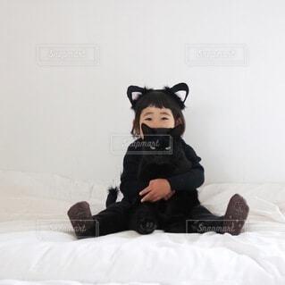 子ども,猫,屋内,黒,景色,壁,ハロウィン,黒猫,仮装,ベッド