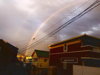 都市の上の虹の写真・画像素材[4874175]