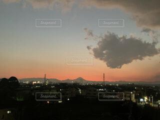 夕暮れと富士山の写真・画像素材[4898955]