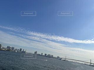 青空と東京湾と船の写真・画像素材[4908542]