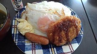 独り男の朝飯の写真・画像素材[4876207]