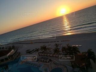 カリブ海に沈む夕日の写真・画像素材[4873749]