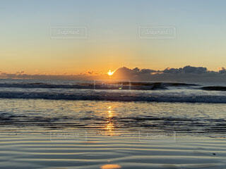 海と日の出の写真・画像素材[4874571]