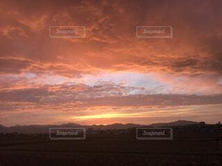 田舎の夕暮れの写真・画像素材[4873868]