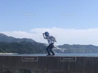 ヘルメットで踊り出すの写真・画像素材[4880412]