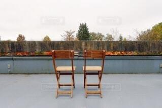 秋の景色が見えるカフェの写真・画像素材[4876321]