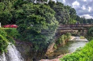 眼鏡橋と車の写真・画像素材[4876311]