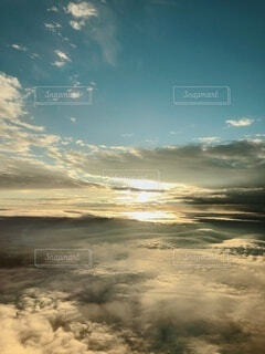 空の上の雲の写真・画像素材[4876317]