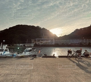 自然,風景,アウトドア,海,空,自転車,屋外,朝日,赤,雲,ボート,島,水面,山,人物,旅行,釣り,地面,夕陽,漁港
