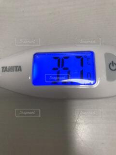 屋内,エレクトリックブルー,35.7℃