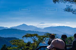自然,風景,空,富士山,屋外,雲,晴れ,水色,山,樹木,山頂,高尾山,水墨画,遠近,達成感,達成