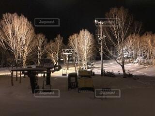 空,冬,夜,雪,屋外,暗い,樹木,ライトアップ,スキー,寒い,スノボ,ゲレンデ,明るい,ナイター,冷たい,リフト