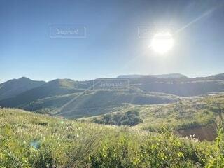 丘と太陽の写真・画像素材[4903575]