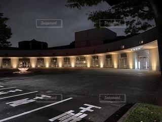 空,建物,夜,屋外,駐車場,道路,光,ライトアップ,照明