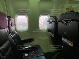 屋内,緑,黒,飛行機,車,旅行,朝,昼,車両,シート,座席