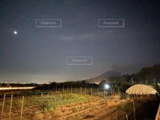 自然,風景,空,夜,屋外,雲,山,草,樹木,月,煙,桜島,火山,噴火