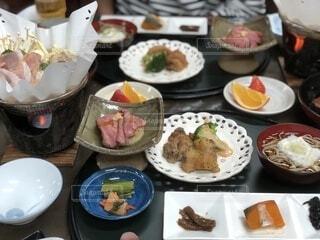 食べ物,冬,食事,ディナー,皿,旅行,食器,サラダ,鍋,料理,和食,お肉,ファストフード,大皿,ボウル,晩餐