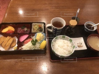 食べ物,朝食,ディナー,屋内,テーブル,皿,食器,箸,レストラン,料理,和食,白米,ボウル,トレイ