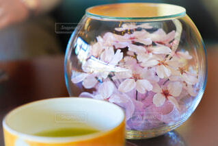 花,屋内,花瓶,テーブル,食器,カップ
